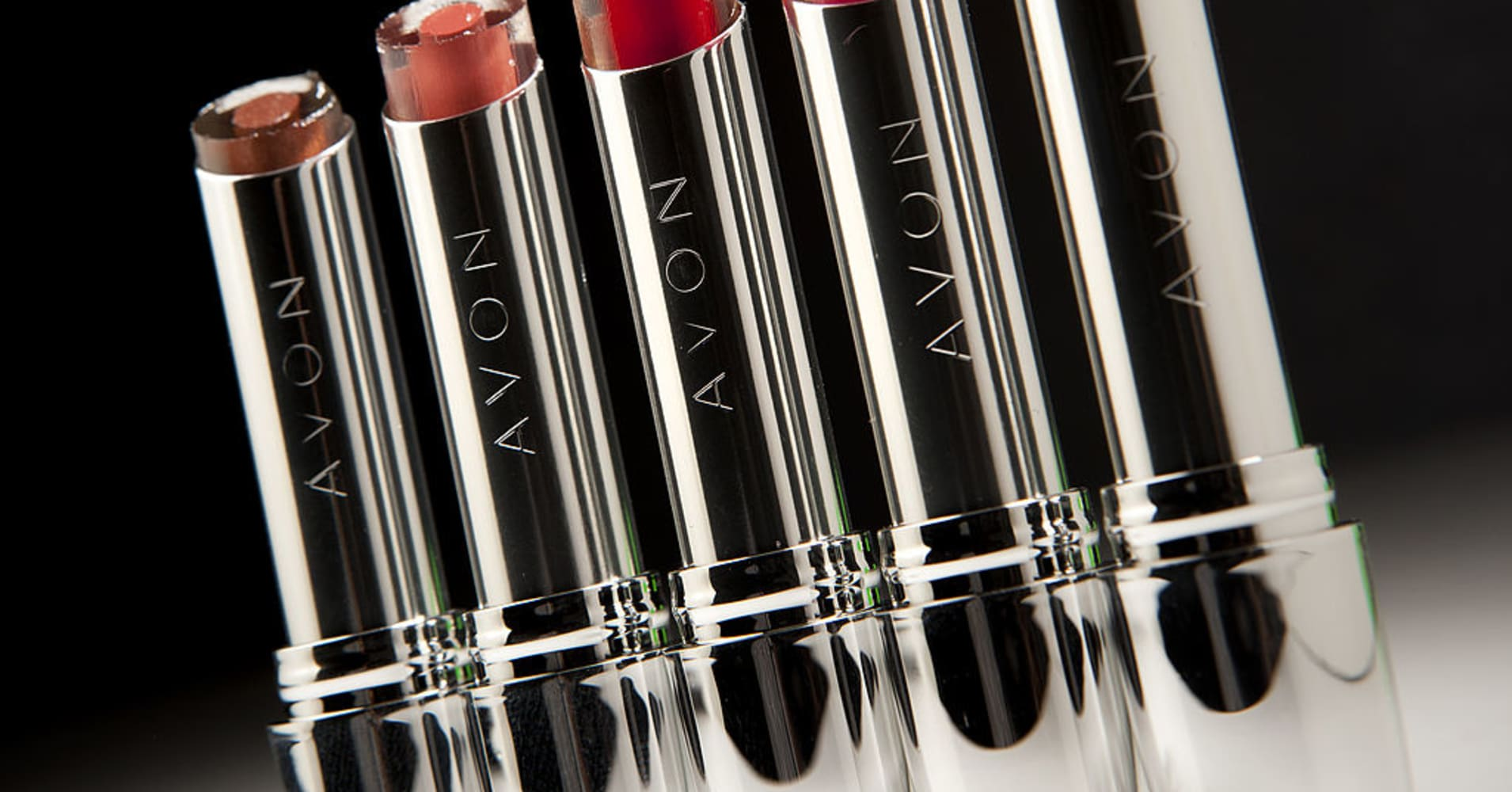 Avon surges on positive comments from longtime value investor Bill Miller